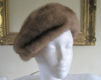 Beautiful luxurious mink beret, 1950s, real fur, stylish designer hat