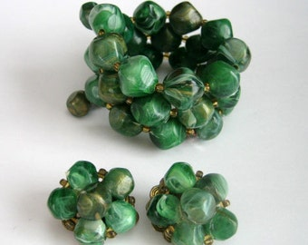 Vintage Lisner Emerald Green Marbleized Beaded Spiral Bracelet Matching Earrings