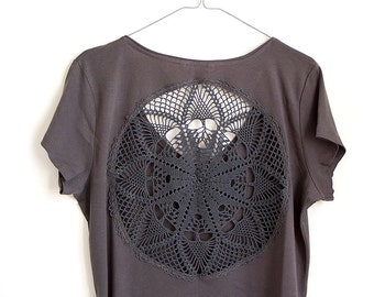 Grey t-shirt  with upcycled vintage crochet doily back - size XXL