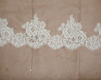 Vintage Ivory French Chantilly Lace Border