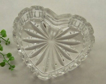Crystal heart shaped bowl heart shaped trinket dish for Heart shaped jewelry dish