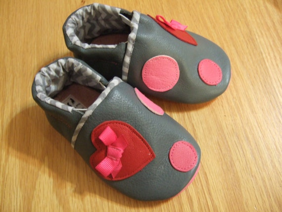 baby girls polka dot heart shoes 12-18 months / size 5