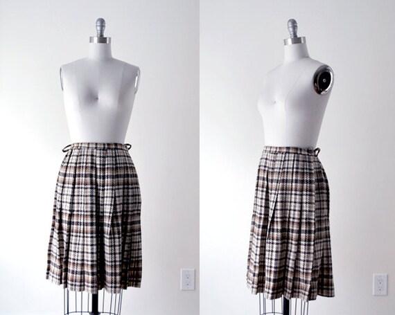 vintage brown skirt. 60's plaid skirt. 1960's wool pleated skirt. small. tan skirt.