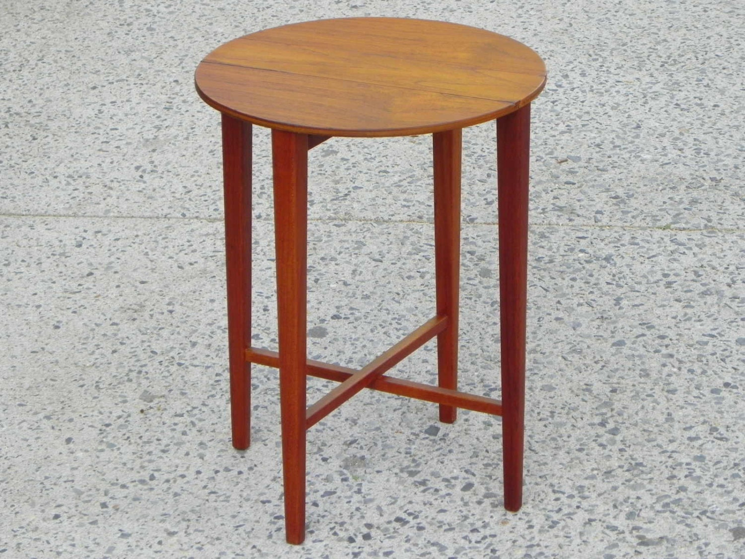 Mid Century Modern Round Side Table : Mid-Century Danish Modern Round Folding Teak Side Table – Haute ...