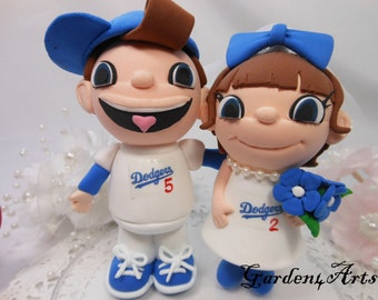 NEW--Custom wedding cake topper--Love college/sports team MASCOT couple with circle clear base