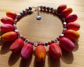 Beaded necklace Dutch Delft blue tulips pink orange
