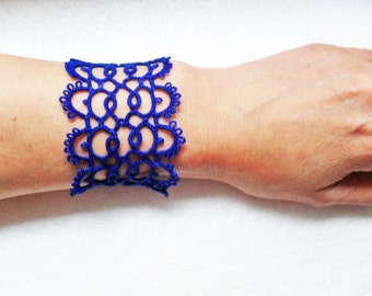 Handmade tatted bracelet in blue