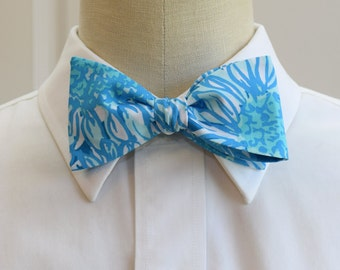 Lilly Bow Tie in Lion in the sun blues and white (self-tie)