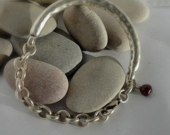 SALE. BRUSHED Silver bracelet. Chunky links . Solid bar. Expensive look. freshwater pearl