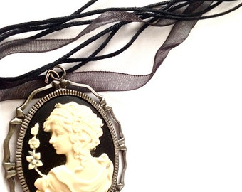 Vintage inspired woman cameo // Ivory and Black classic lady cameo necklace