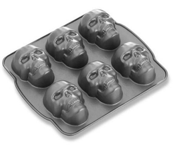 Nordic Ware 3 D 6 Skull Heads Cakelet Cupcake Pan Halloween