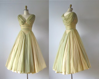 vintage 1950s dress / 50s dress / Cabbage Roses