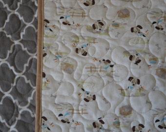 Gray Quatrefoil Quilt with Puppies 40x50