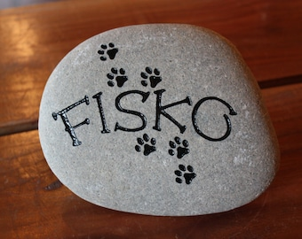 Engraved Pet Memorial Stone - Personalized with name, paw prints artwork and dates 11173