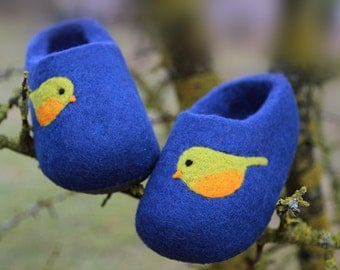 Little Kid Shoe. Felted Soft Wool Slippers in Blue with Birds decor. Size EU 31 ready to ship.