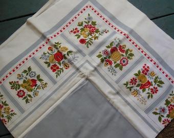 Pretty Harvest Motif Tablecloth, Lt Grey Center