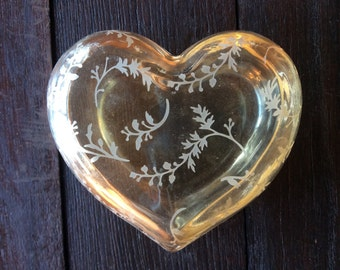 Vintage English glass heart peach coloured trinket jewellery jewelry ring dish box circa 1960's / English Shop
