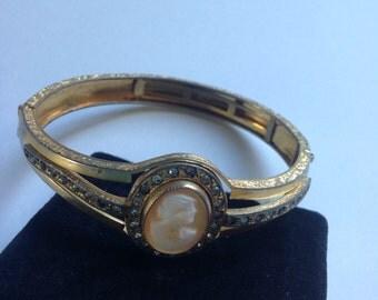 Shell cameo bangle bracelet   VJSE