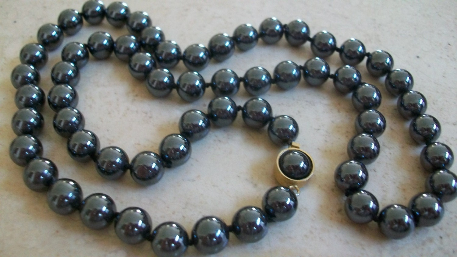 hematite single men Hematite healing properties leave hematite near the front door of your home to draw the energies you desire into your life alternatively think of attraction in terms of what the stone can absorb – wear it as a worry stone and let the mineral content direct those apprehensions and concerns right into mother earth.