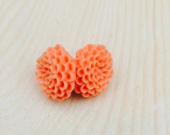 Coral mum earrings