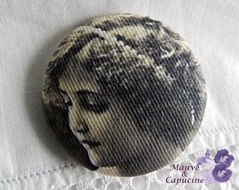 Fabric button,  retro girl, 0.94 in / 24 mm