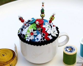 Pincushion Black and White  Cup