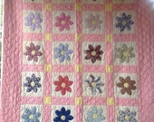 Antique Vintage Garden Flowers Quilt Excellent ~ Clam Shell Quilting