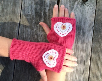 Valentines Day Knit fingerless gloves with heart, Fingerless gloves with Valentine Heart, glove with button