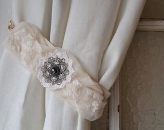 Curtain tie backs, vintage inspired, Lace tie backs, Cream tie backs
