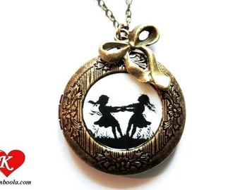 Dancing sisters Silhouette Locket bronzecolored - gift for best friend sister daughter mother bff