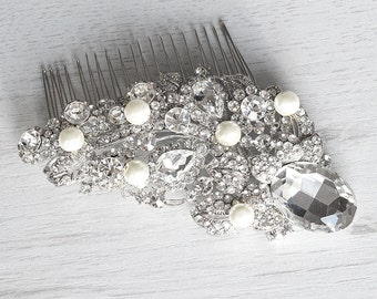 Bridal hair comb.Pearls and Swarovski crystals delicate comb. Vintage style crystal pearl wedding hair piece