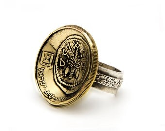 Old coin ring with the 50 Sheqalim coin of Israel