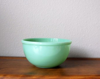 Vintage Fire King Jadeite Restaurant Ware Bead Rim mixing bowl