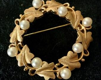 Vintage Trifari Faux Pearl & Gold Brooch