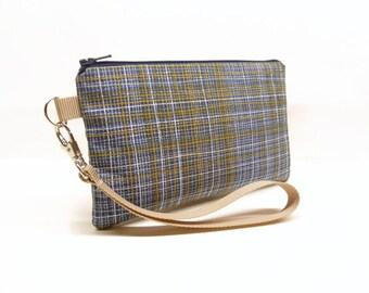 CLEARANCE blue gold crosshatch smartphone wristlet, navy blue smartphone wallet, mini purse, padded iphone wristlet crosshatch navy gold