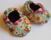 Floral Baby Booties with Maroon Cotton Lining Size 0-3months