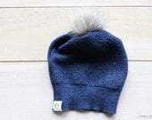 petit bonnet de laine et pompom de fourrure bleu - small blue upcycled wool and fur pompom  hat