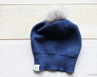 petit bonnet de laine et pompom de fourrure bleu - small blue upcycled wool and fur pompom  hat