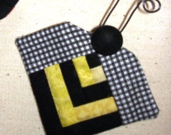 Miniature log cabin quilt BUMBLE BEE pin HONEY yellow black