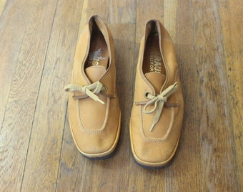 6 1/2 / 1970's Leather Loafers with Wedge Heel / Tan Lace of Casual Shoe / Women's Vintage Casual Shoes