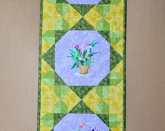 Table  runner - Quilted - Hummingbird - Embroidered - Summer