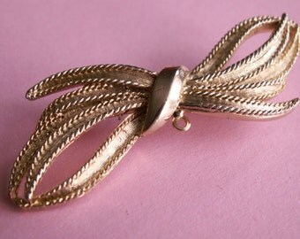 Vintage bow brooch gold tone ribbon girl jewelry