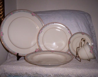 Vintage MIKASA Fine Ivory 5 Piece Place Setting Lac 75 La Rose NOS Only 24 USD
