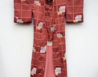 Vintage kimono in coral dupioni silk with gold metalic art deco print