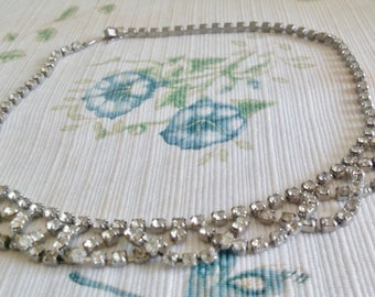 XXOverlapping Rhinestone Loop Necklace