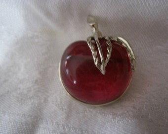 Vintage Sarah Coventry Apple Pin