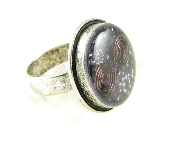 Orgone Energy Ring with Purple Amethyst - Framed Circle Cocktail Ring - Adjustable Ring - Orgone Energy Jewelry - Artisan Jewelry