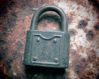 Antique Pad Lock Aged Patina Lock Urban Industrial Hardware NO Key Rustic Decor, Jewelry Supply, Supplies, Old Padlock, Vintage Lock vtg