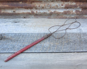 Old Fashion Antique Carpet Beater Clothes Beater Cleaning Tool Primitive Painted Red Handle and Rusted Woven Wire Wall Hanger Rustic Decor