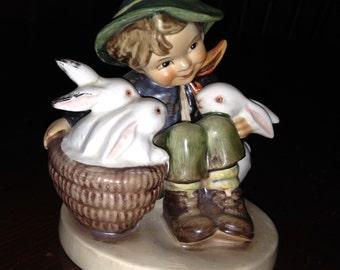 Hummel Figurine Playmates #58 TMK3